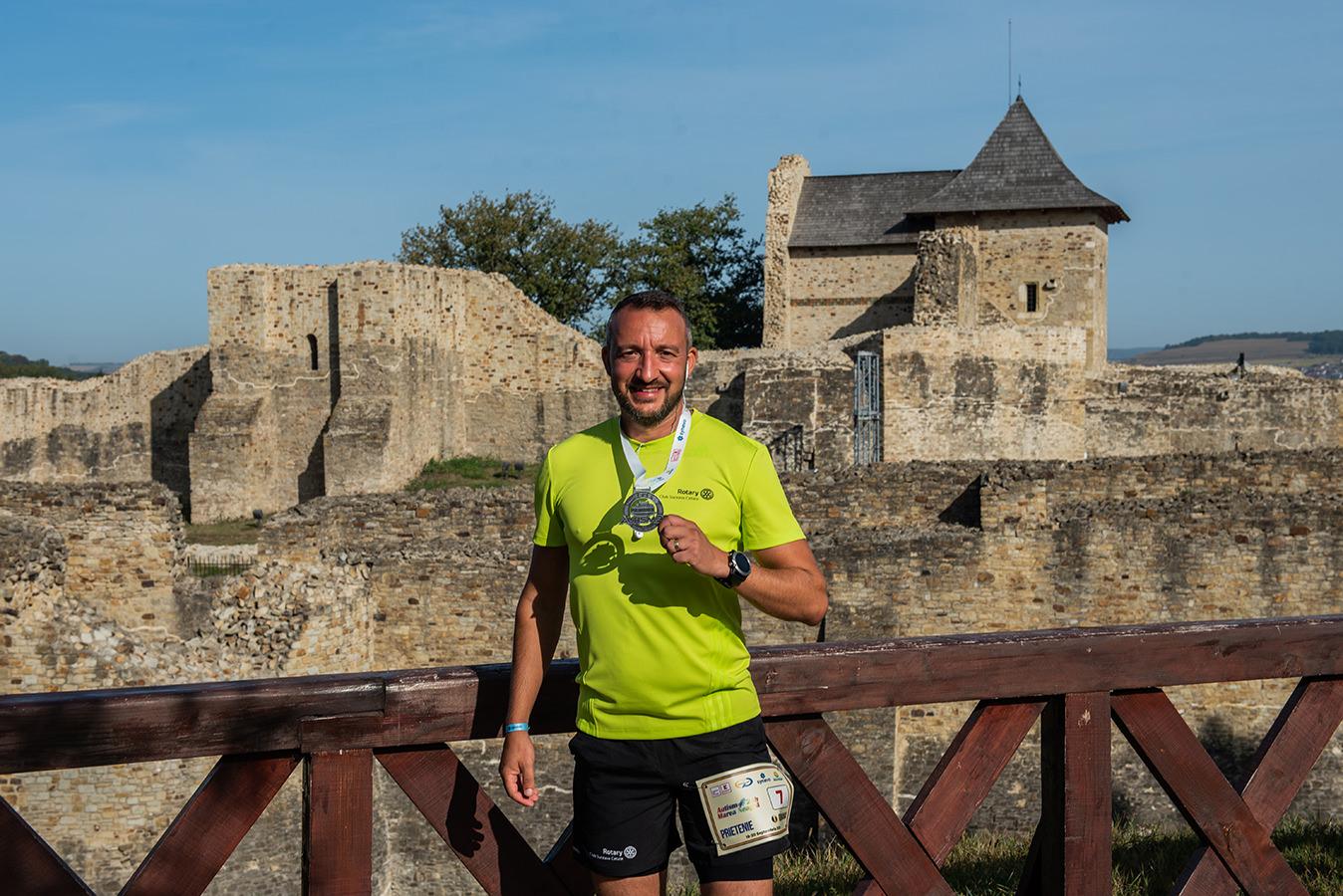 Vasile Varvaroi a alergat timp de 24 de ore pentru copiii cu autism